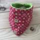 Babero Unai - Rojo fresa motivos verdes - toalla verde